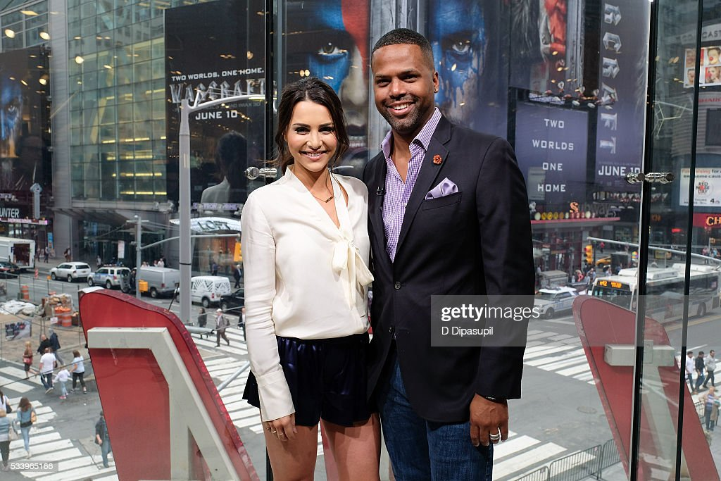 <a gi-track='captionPersonalityLinkClicked' href=/galleries/search?phrase=Andi+Dorfman&family=editorial&specificpeople=12541836 ng-click='$event.stopPropagation()'>Andi Dorfman</a> (L) and AJ Calloway pose on the set of 'Extra' at their New York studios at H&M in Times Square on May 24, 2016 in New York City.