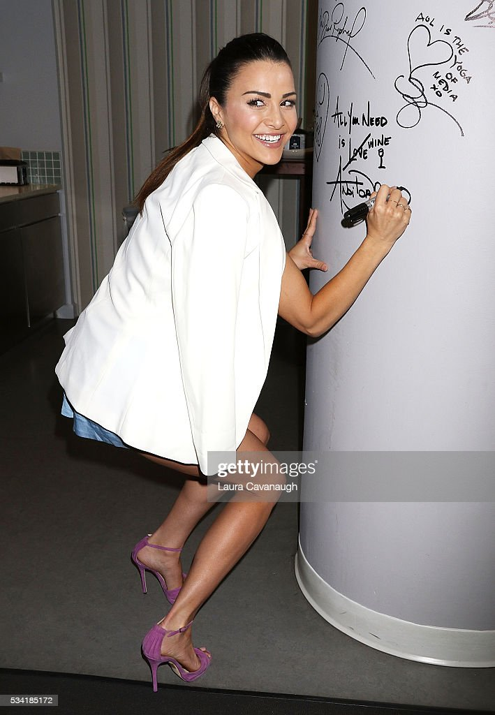<a gi-track='captionPersonalityLinkClicked' href=/galleries/search?phrase=Andi+Dorfman&family=editorial&specificpeople=12541836 ng-click='$event.stopPropagation()'>Andi Dorfman</a> attends AOL Build Speaker Series to discuss her book 'It's Not Okay' at AOL Studios In New York on May 25, 2016 in New York City.