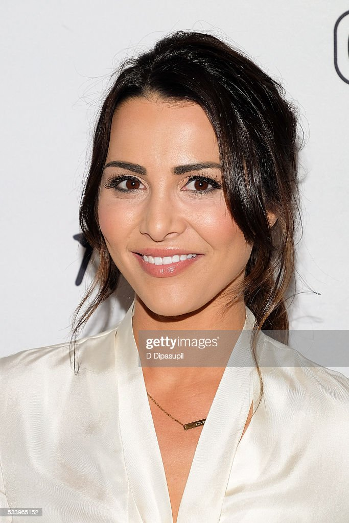 <a gi-track='captionPersonalityLinkClicked' href=/galleries/search?phrase=Andi+Dorfman&family=editorial&specificpeople=12541836 ng-click='$event.stopPropagation()'>Andi Dorfman</a> visits 'Extra' at their New York studios at H&M in Times Square on May 24, 2016 in New York City.