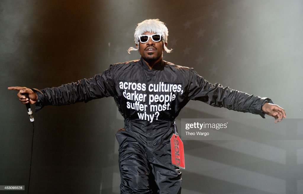 <a gi-track='captionPersonalityLinkClicked' href=/galleries/search?phrase=Andre+3000&family=editorial&specificpeople=220195 ng-click='$event.stopPropagation()'>Andre 3000</a> of Outkast performs at Samsung Galaxy stage during 2014 Lollapalooza Day Two at Grant Park on August 2, 2014 in Chicago, Illinois.