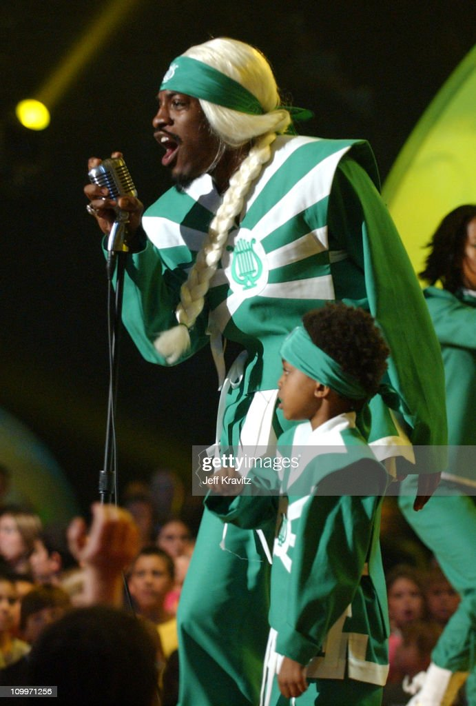 Andre 3000 of Outkast performs Chinese Arithmetic/Hey Ya