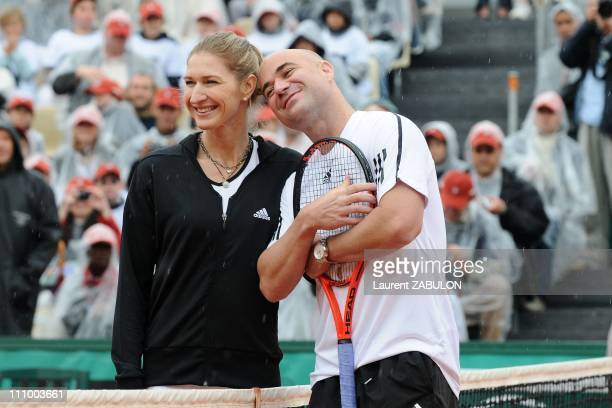 Andre Agassi and Steffi Graf in RolandGarros for the Andre Agassi Foundation in Paris France on June 06th 2009 Steffi Graf and Andre Agassi playing...