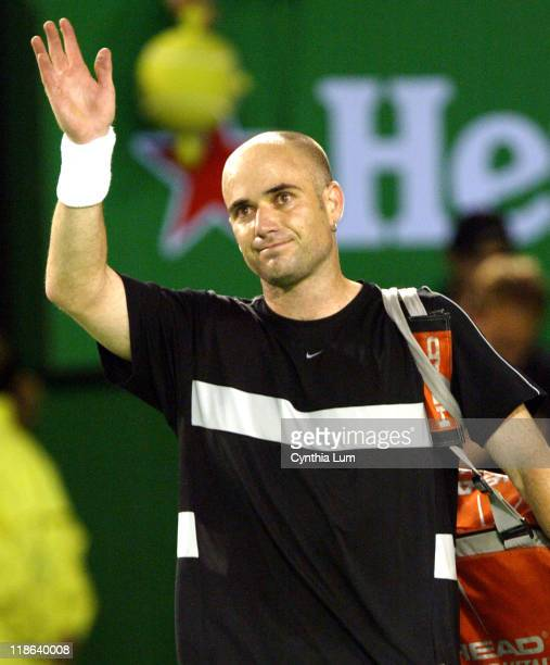 Andre Agassi bids farewell to Australia after his 67 67 75 61 36 semifinal loss to Marat Safin