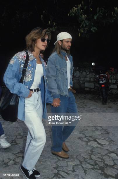 Andre Agassi et Brooke Shields se promenent dans les rues de ce village perche pres de Nice le 20 avril 1993 a Eze France