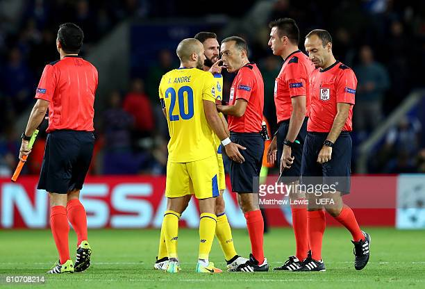 Andre Andre of FC Porto argues with referee Cuneyt Cakir during the UEFA Champions League Group G match between Leicester City FC and FC Porto at The...