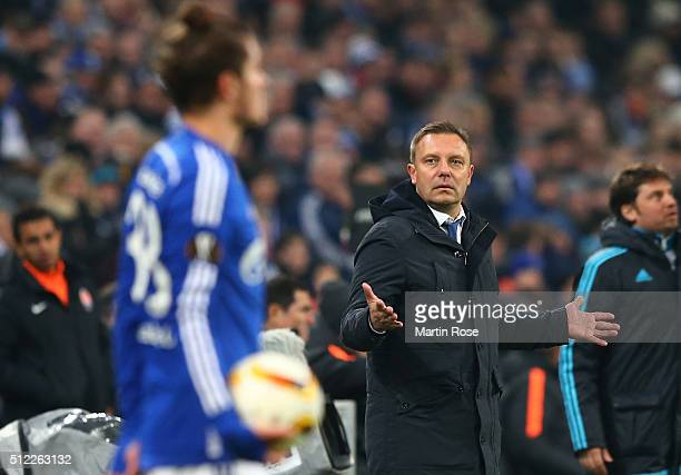 Andre Breitenreiter head coach of Schalke gestures during the UEFA Europa League round of 32 second leg match between FC Schalke 04 and Shakhtar...