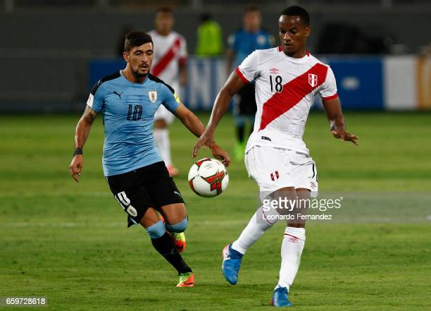 Andre Carrillo of Peru controls the ball during a match between Peru and Uruguay as part of FIFA 2018 World Cup at Nacional Stadium on March 28 2017...