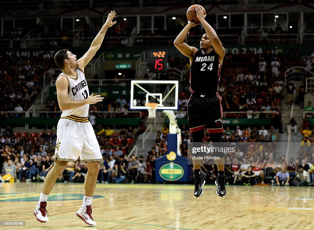 <a gi-track='captionPersonalityLinkClicked' href=/galleries/search?phrase=Andre+Dawkins&family=editorial&specificpeople=6543120 ng-click='$event.stopPropagation()'>Andre Dawkins</a> #24 of the Miami Heat shoots against Joe Harris #12 of the Cleveland Cavaliers at Arena HSBC on October 11, 2014 in Rio de Janeiro, Brazil.