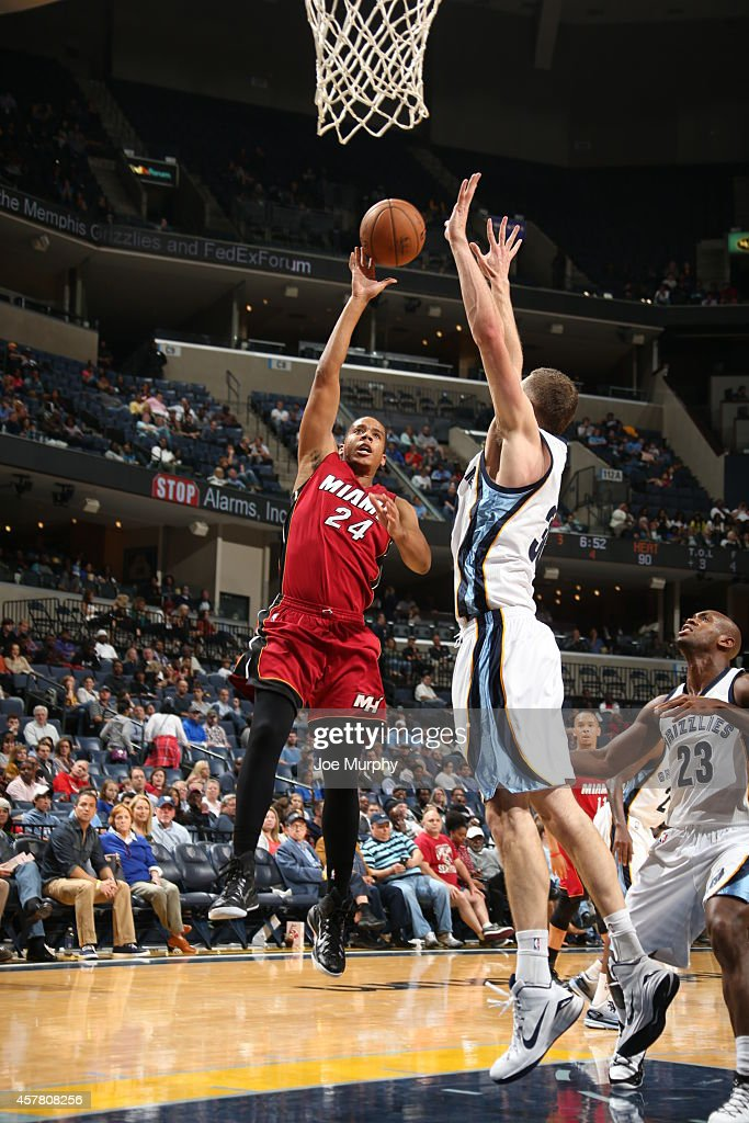 <a gi-track='captionPersonalityLinkClicked' href=/galleries/search?phrase=Andre+Dawkins&family=editorial&specificpeople=6543120 ng-click='$event.stopPropagation()'>Andre Dawkins</a> #24 of the Miami Heat shoots against the Memphis Grizzlies on October 24, 2014 at FedExForum in Memphis, Tennessee.