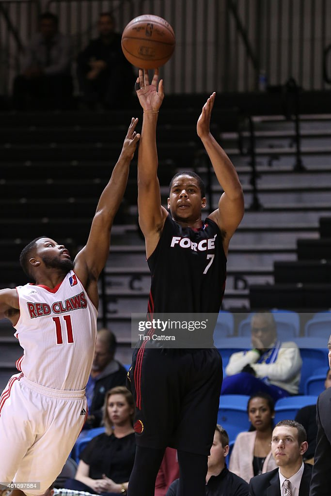 <a gi-track='captionPersonalityLinkClicked' href=/galleries/search?phrase=Andre+Dawkins&family=editorial&specificpeople=6543120 ng-click='$event.stopPropagation()'>Andre Dawkins</a> #7 of the Sioux Falls Skyforce shoots a shot against the Maine Red Claws during the NBA D-League Showcase game on January 15, 2015 at Kaiser Permanente Arena in Santa Cruz, California.