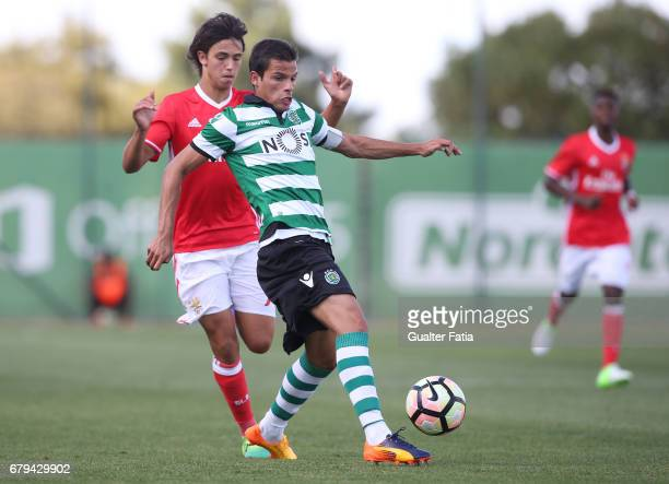 Andre Geraldes of Sporting CP B with Joao Felix of SL Benfica B in action during the Segunda Liga match between Sporting CP B and SL Benfica B at CGD...