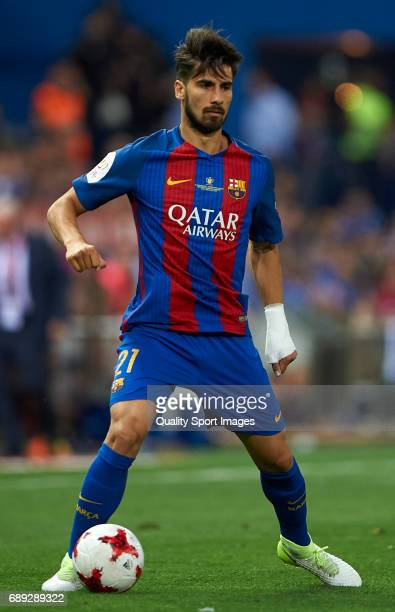 Andre Gomes in action during the Copa Del Rey Final match between FC Barcelona and Deportivo Alaves at Vicente Calderon stadium on May 27 2017 in...