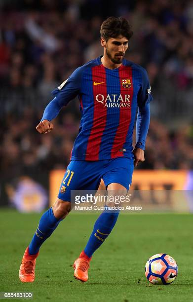 Andre Gomes of Barcelona runs with the ball during the La Liga match between FC Barcelona and Valencia CF at Camp Nou Stadium on March 19 2017 in...