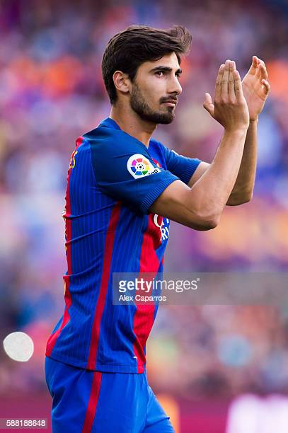 Andre Gomes of FC Barcelona applauds during the team official presentation ahead of the Joan Gamper trophy match between FC Barcelona and UC...