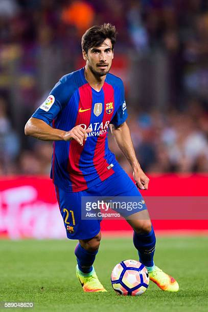 Andre Gomes of FC Barcelona conducts the ball during the Joan Gamper trophy match between FC Barcelona and UC Sampdoria at Camp Nou on August 10 2016...
