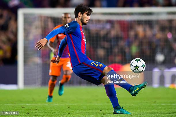 Andre Gomes of FC Barcelona controls the ball during the UEFA Champions League group C match between FC Barcelona and Manchester City FC at Camp Nou...