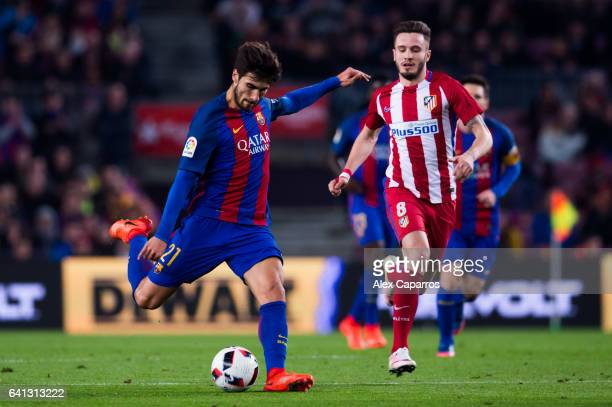 Andre Gomes of FC Barcelona plays the ball next to Saul Niguez of Atletico de Madrid during the Copa del Rey semifinal second leg match between FC...