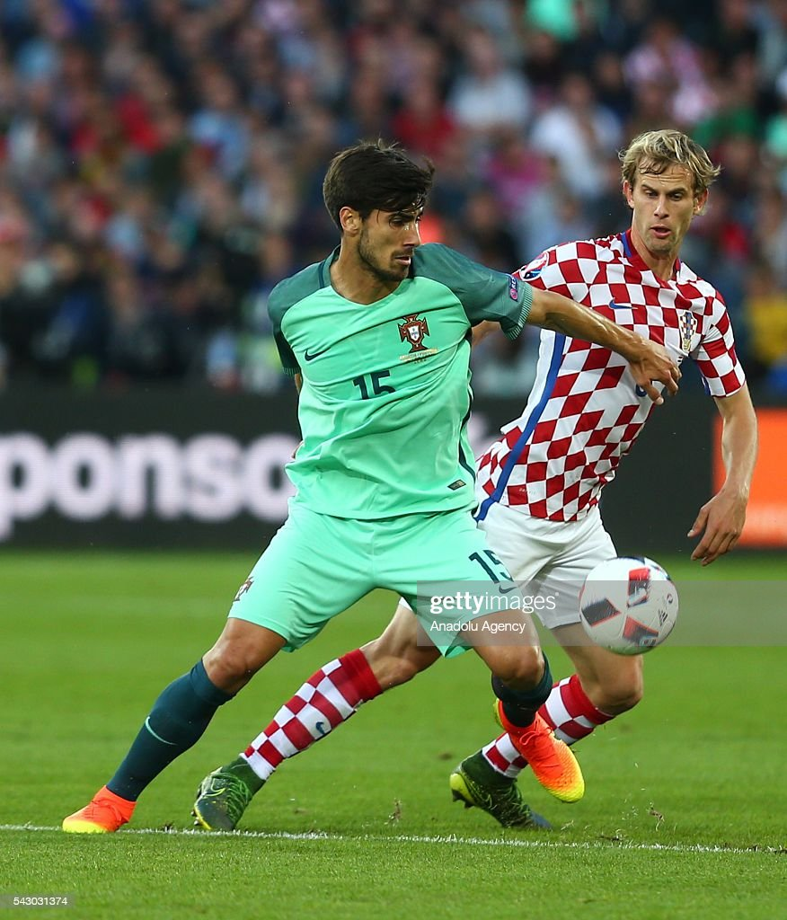 Andre Gomes (L) of Portugal in action during the Euro 2016 round of 16 football match between Croatia and Portugal at Stade Bollaert-Delelis in Lens, France on June 25, 2016.