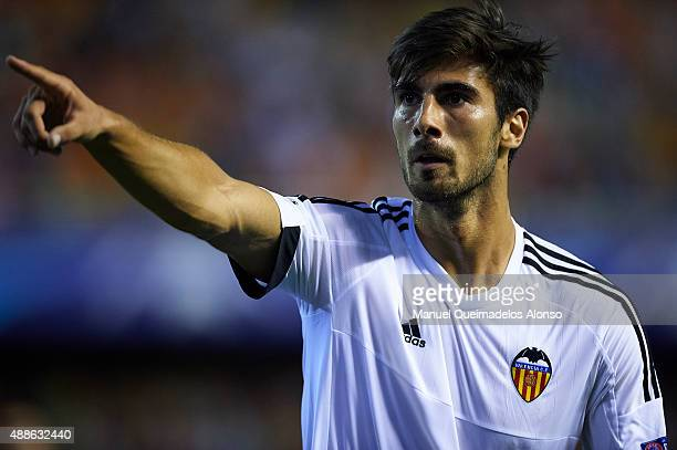 Andre Gomes of Valencia celebrates scoring his team's second goal during the UEFA Champions League Group H match between Valencia CF and FC Zenit at...
