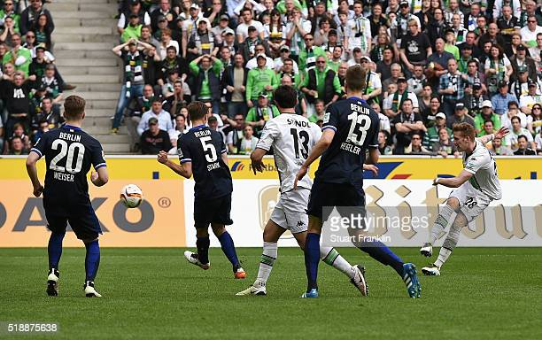 Andre Hahn of Borussia Moenchengladbach scores their second goal during the Bundesliga match between Borussia Moenchengladbach and Hertha BSC at...
