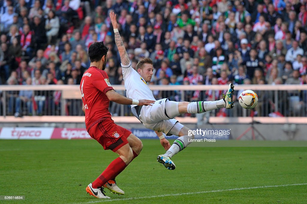 Andre Hahn of Borussia Moenchengladbach stretches for the ball during the Bundesliga match between Bayern Muenchen and Borussia Moenchengladbach at Allianz Arena on April 30, 2016 in Munich, Germany.
