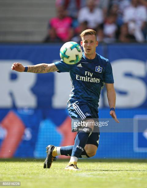 Andre Hahn of Hamburg controls the ball during the preseason friendly match between Hamburger SV and Espanyol Barcelona on August 6 2017 in Hamburg...