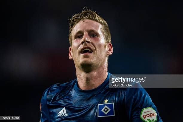 Andre Hahn of Hamburg looks up during the Bundesliga match between 1 FC Koeln and Hamburger SV at RheinEnergieStadion on August 25 2017 in Cologne...