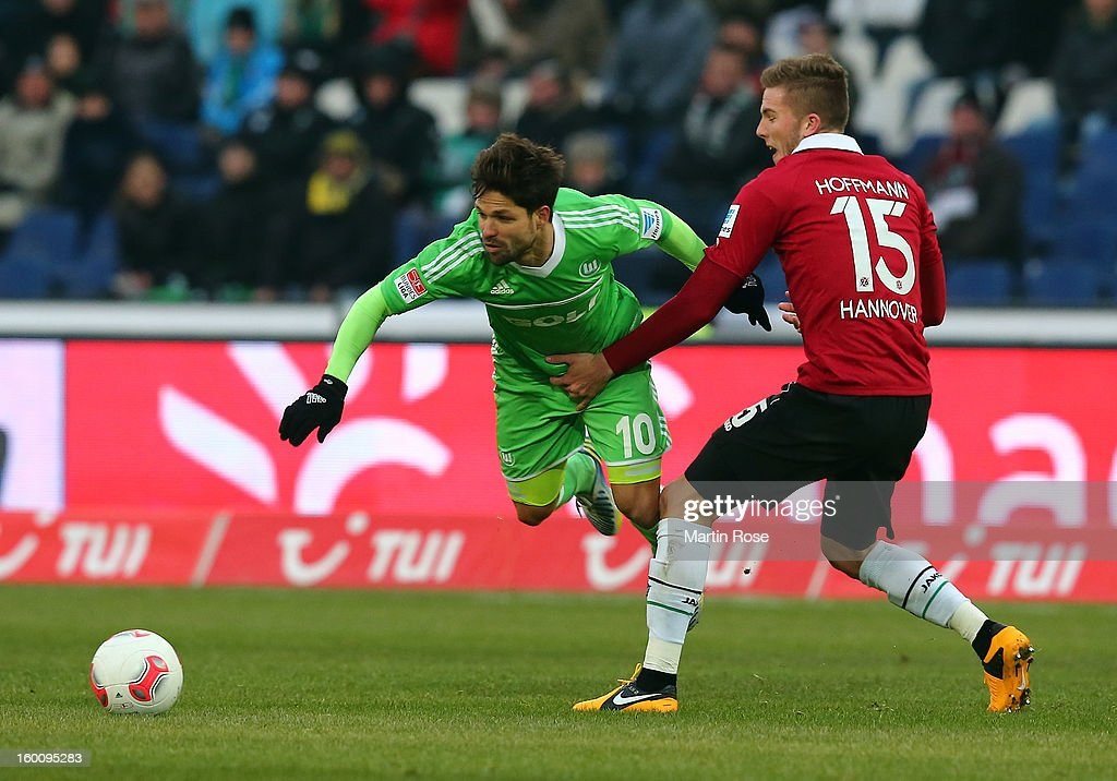 Andre Hoffmann (R) of Hannover and Diego (L) of Wolfsburg battle for the ball during the Bundesliga match between Hannover 96 and VfL Wolfsburg at AWD Arena on January 26, 2013 in Hannover, Germany.