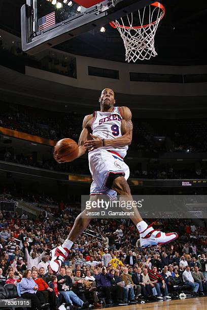 Andre Iguodala of the Philadelphia 76ers shoots against the Houston Rockets at the Wachovia Center December 10 2007 in Philadelphia Pennsylvania NOTE...