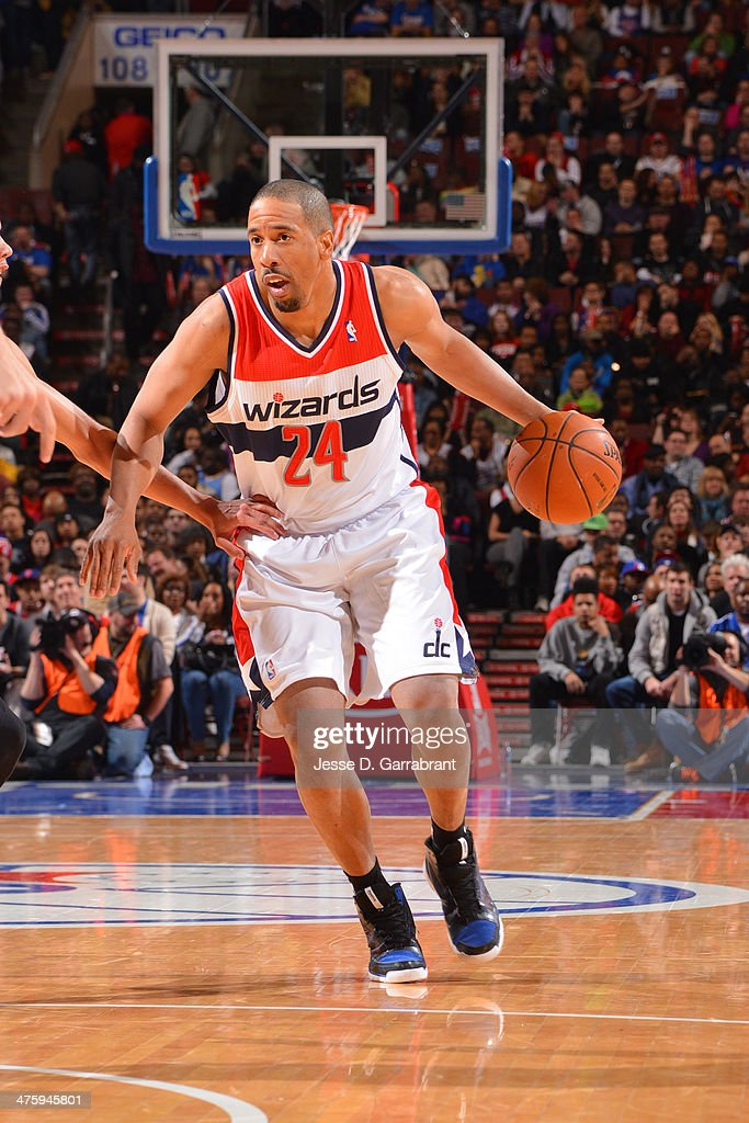 Andre Miller #24 of the Washington Wizards drives against the Philadelphia 76ers at the Wells Fargo Center March 1, 2014 in Philadelphia, Pennsylvania.