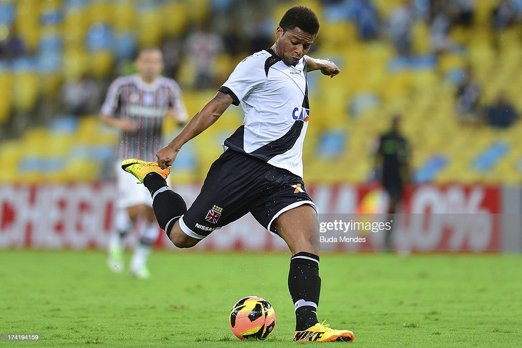 Andre of Vasco controls the ball during a match between Fluminense and Vasco as part of Brazilian Championship 2013 at Maracana Stadium on July 21, 2013 in Rio de Janeiro, Brazil.