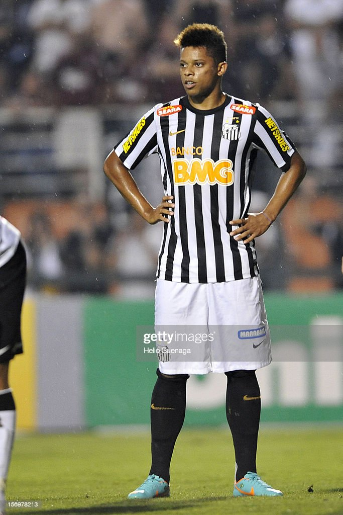 Andre player of Santos during a match between Corinthians and Santos as part of the Brazilian Serie A Championship 2012 at Pacaembu Stadium on November 24, 2012 in Sao Paulo, Brazil.