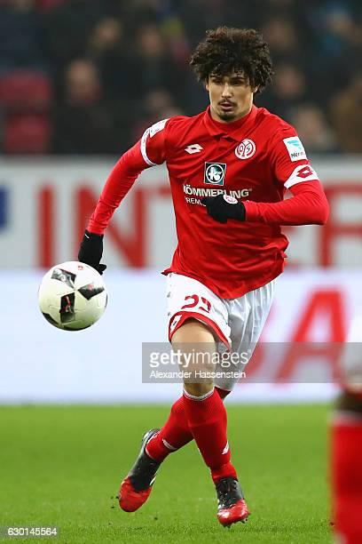 Andre Ramalho Silva of Mainz runs with the ball during the Bundesliga match between 1 FSV Mainz 05 and Hamburger SV at Opel Arena on December 17 2016...