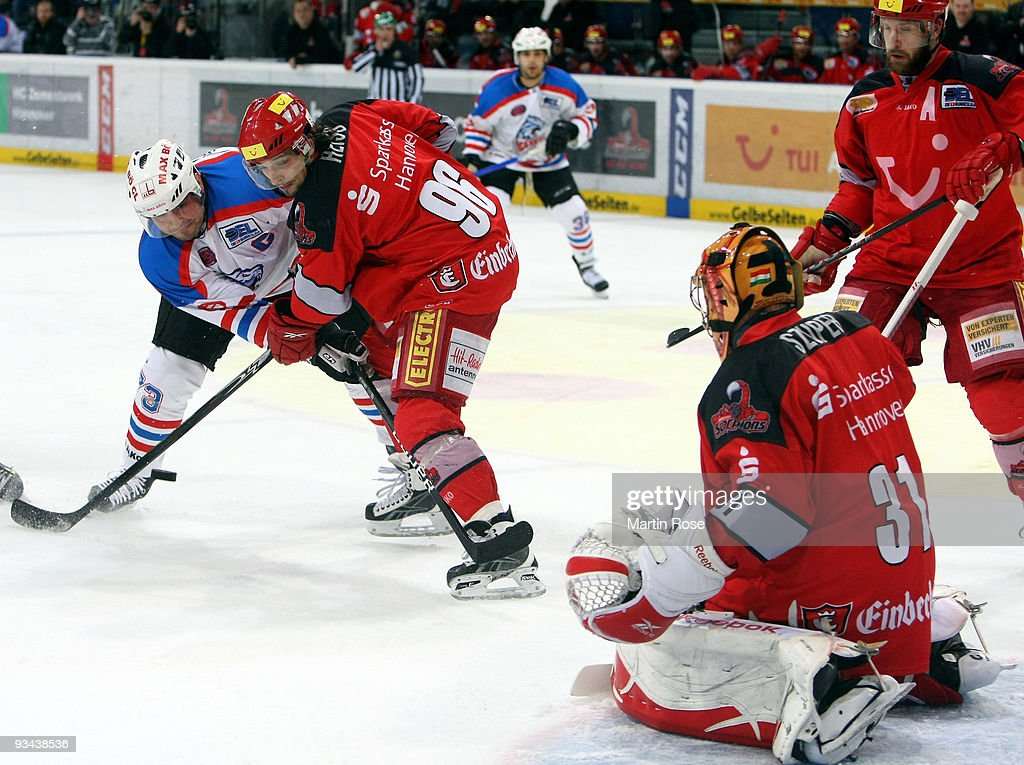 Andre Reiss of Hannover and Shane Peacock of Nuernberg battle for the puck during the DEL match between Hannover Scorpions and Thomas Sabo Ice Tigers...