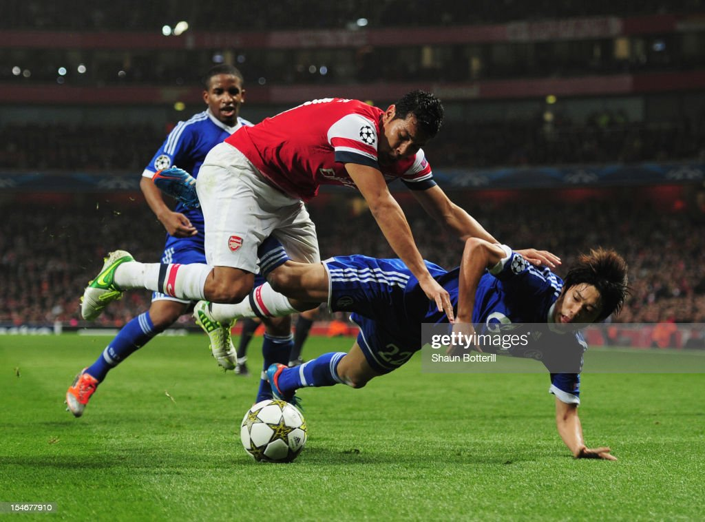 Andre Santos of Arsenal challenges <a gi-track='captionPersonalityLinkClicked' href=/galleries/search?phrase=Atsuto+Uchida&family=editorial&specificpeople=4318608 ng-click='$event.stopPropagation()'>Atsuto Uchida</a> of Schalke 04 during the UEFA Champions League Group B match between Arsenal and FC Schalke at the Emirates Stadium on October 24, 2012 in London, England.