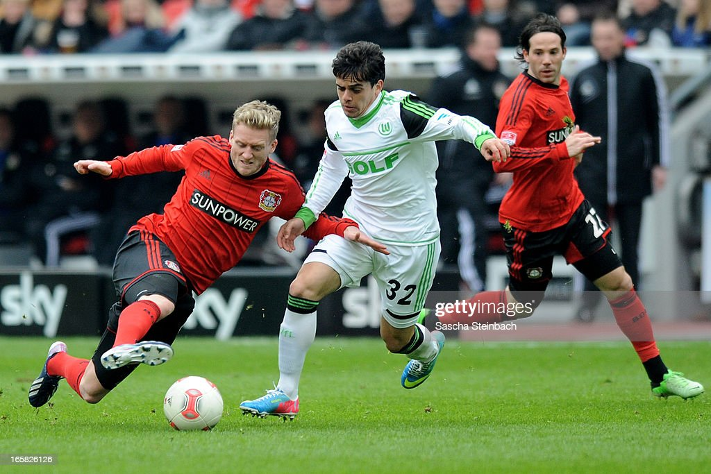 Andre Schuerrle (L) of Leverkusen and Fagner (R) of Wolfsburg battle for the ball during the Bundesliga match between Bayer 04 Leverkusen and VfL Wolfsburg at BayArena on April 6, 2013 in Leverkusen, Germany.