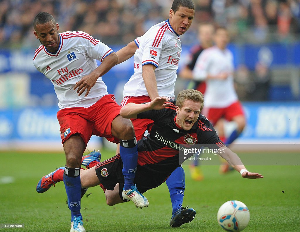 <a gi-track='captionPersonalityLinkClicked' href=/galleries/search?phrase=Andre+Schuerrle&family=editorial&specificpeople=5513825 ng-click='$event.stopPropagation()'>Andre Schuerrle</a> of Leverkusen is challenged by <a gi-track='captionPersonalityLinkClicked' href=/galleries/search?phrase=Dennis+Aogo&family=editorial&specificpeople=787086 ng-click='$event.stopPropagation()'>Dennis Aogo</a> and Jeffery Bruma of Hamburg during the Bundesliga match between Hamburger SV and Bayer 04 Leverkusen at Imtech Arena on April 8, 2012 in Hamburg, Germany.