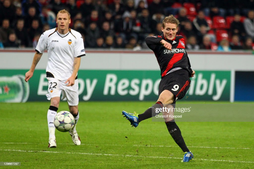 Andre Schuerrle of Leverkusen (R) scores the first goal and Jeremy Mathieu of Valencia watches him during the UEFA Champions League group E match between Bayer 04 Leverkusen and CF Valencia at BayArena on October 19, 2011 in Leverkusen, Germany.