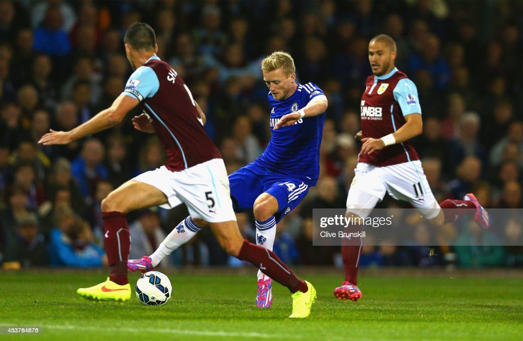 Andre Schurrle of Chelsea is closed down by Jason Shackell and Thomas Heaton of Burnley during the Barclays Premier League match between Burnley and Chelsea at Turf Moor on August 18, 2014 in Burnley, England.