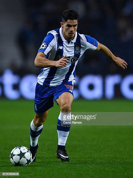 Andre Silva of FC Porto runs with the ball during the UEFA Champions League match between FC Porto and Leicester City FC at Estadio do Dragao on...