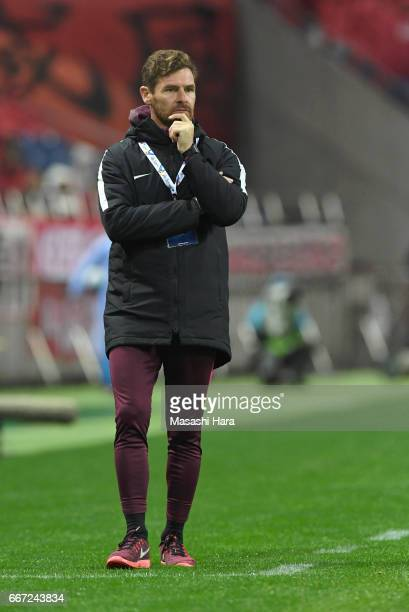 Andre Villas Boas of Shanghai SIPG looks on during the AFC Champions League Group F match between Urawa Red Diamonds and Shanghai SIPG FC at Saitama...
