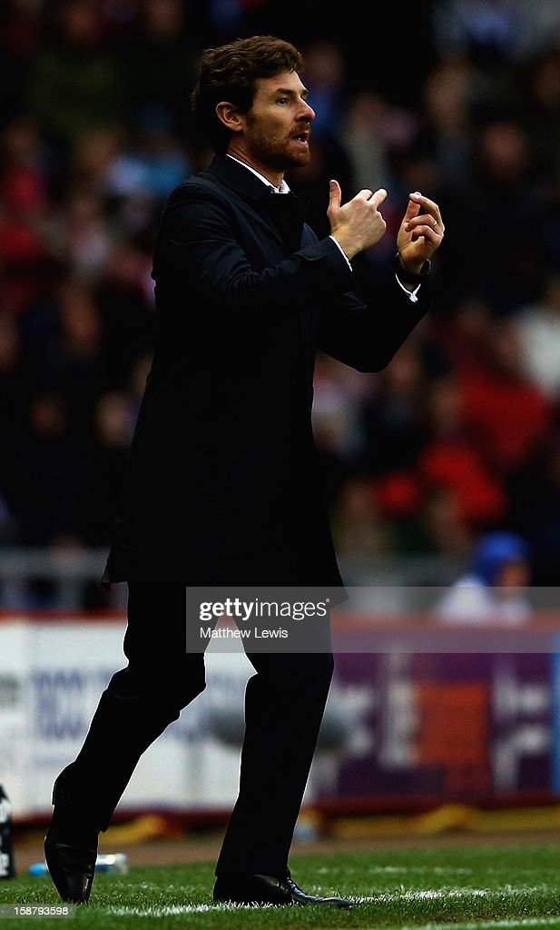 Andre Villas-Boas, manager of Tttenham Hotspur gives out instructions during the Barclays Premier League match between Sunderland and Tottenham Hotspur at Stadium of Light on December 29, 2012 in Sunderland, England.