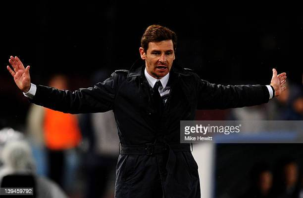 Andre VillasBoas the Chelsea manager reacts to events on the pitch during the UEFA Champions League round of 16 first leg match between SSC Napoli...