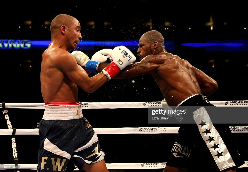Andre Ward (L) fights against Chad Dawson during their WBA/WBC Super Middleweight championship fight at ORACLE Arena on September 8, 2012 in Oakland, California. Ward won by TKO in the 10th round.