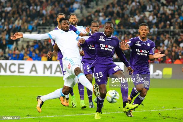 Andre Zambo Anguissa of Marseille and Giannelli Imbula of Toulouse during the Ligue 1 match between Olympique Marseille and Toulouse at Stade...