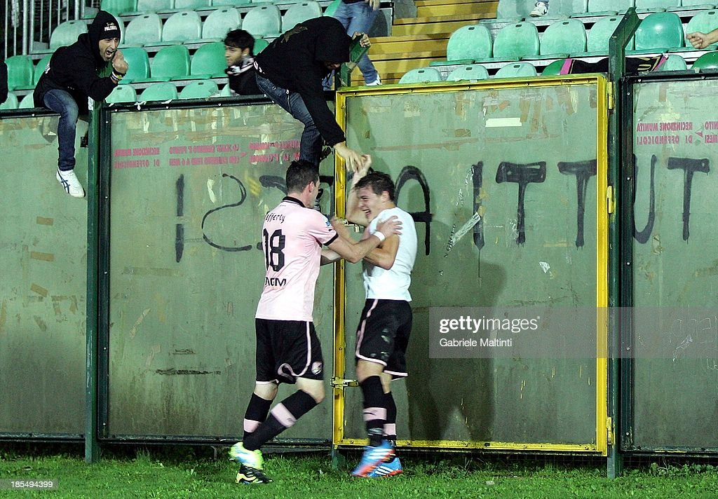 Andrea Belotti (R) celebrates with <a gi-track='captionPersonalityLinkClicked' href=/galleries/search?phrase=Kyle+Lafferty&family=editorial&specificpeople=1003594 ng-click='$event.stopPropagation()'>Kyle Lafferty</a> of US Citta di Palermo after scoring the winning goal during the Serie B match between AC Siena and US Citta di Palermo at Artemio Franchi - Mps Arena on October 21, 2013 in Siena, Italy.