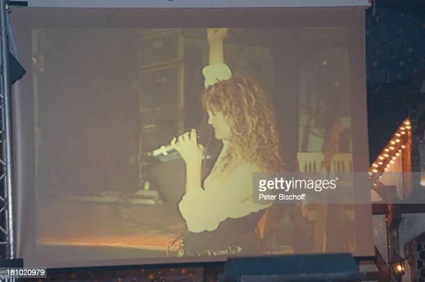 Andrea Berg Konzert Bremen 201003 'Hansazelt' Bremer Freimarkt live Mikrophon Auftritt Bühne Sängerin Bildleinwand Promis Prominente Prominenter