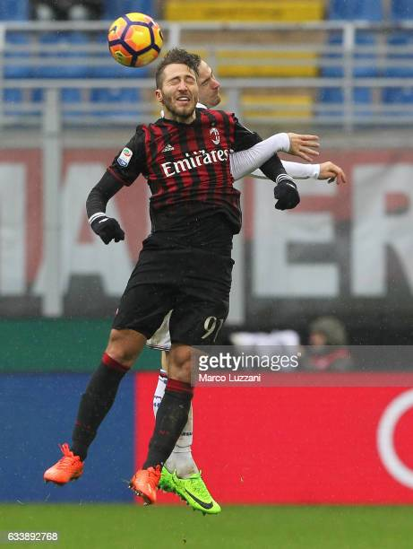 Andrea Bertolacci of AC Milan competes for the ball with Karol Linetty of UC Sampdoria during the Serie A match between AC Milan and UC Sampdoria at...
