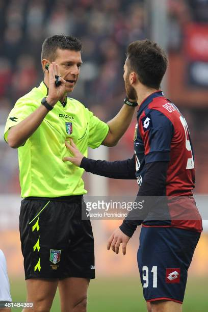 Andrea Bertolacci of Genoa CFC reacts to referee Gianluca Rocchi during the Serie A match between Genoa CFC and US Sassuolo Calcio at Stadio Luigi...