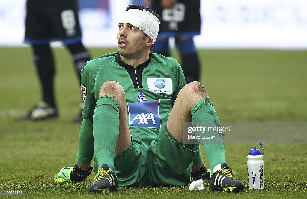 Andrea Consigli of Atalanta BC has his head bandaged during the Serie A match between Atalanta BC and SSC Napoli at Stadio Atleti Azzurri d'Italia on February 2, 2014 in Bergamo, Italy.